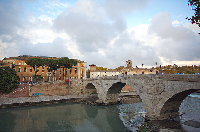 Tiber Island - Practical information, photos and videos - Rome, Italy